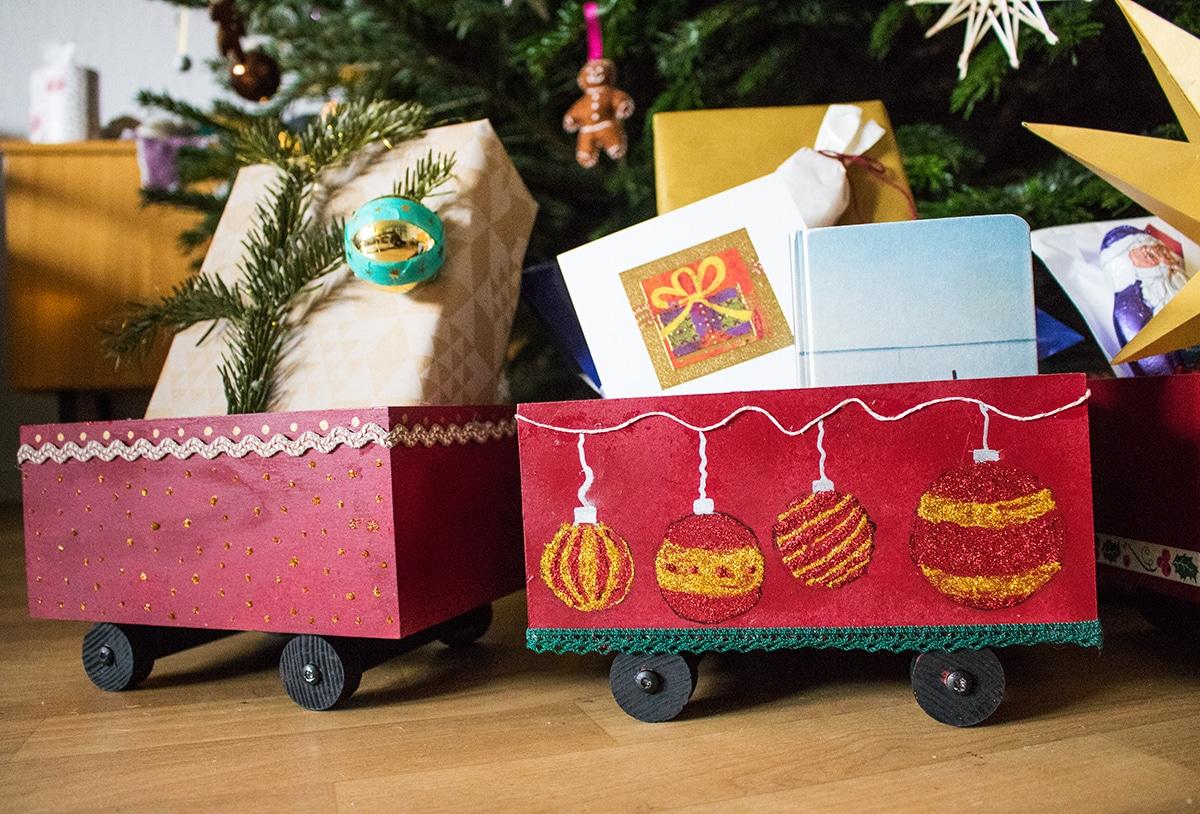 Weihnachtszug aus Holz