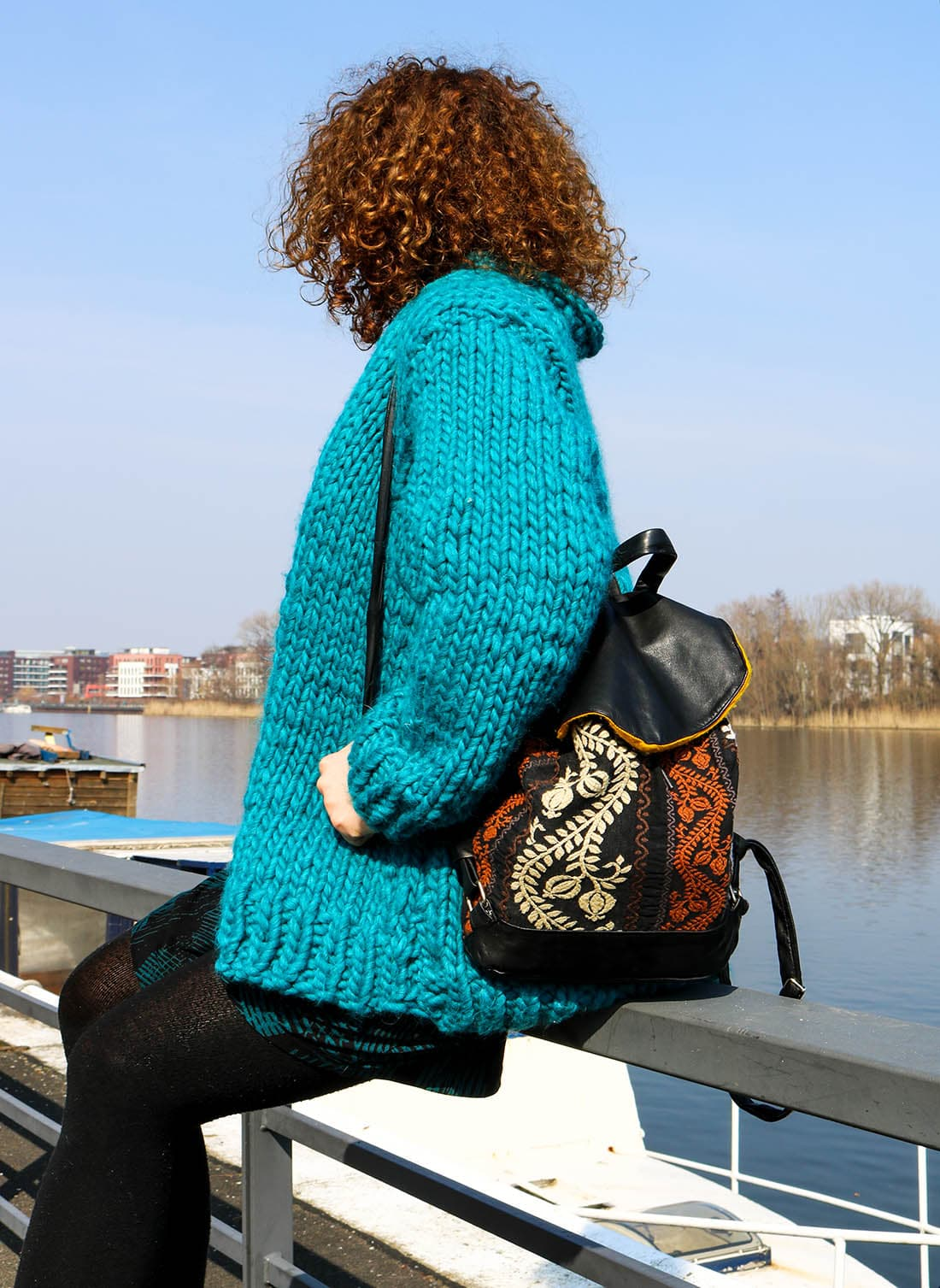 Delari Bag und We Are Knitters Strickjacke.